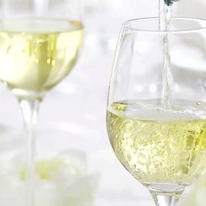オジャの白ワイン - 既に提供終了しているワインや、下記のリスト以外のワインもございます。 詳しくはスタッフにご相談ください。