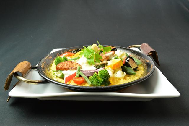 野菜のパエリア 2,400円 (税込2,640円)