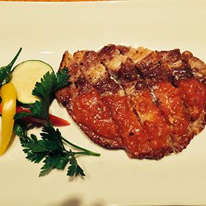 ルスツ産もち豚のソテー ~ ガーリックソース ~ 950円 (税込1,026円)