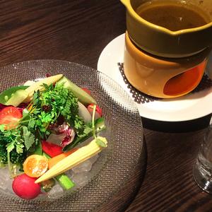オジャの絶品メニュー 旬の野菜のバーニャカウダ 1,320円 (税込1,426円)