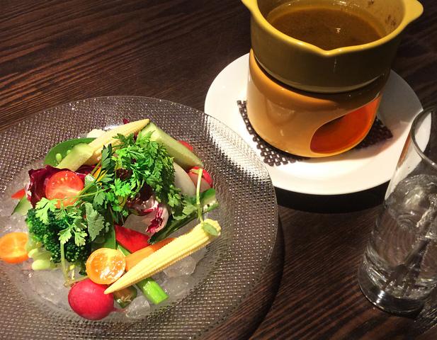 旬の野菜のバーニャカウダ 1,420円 (税込1,562円)