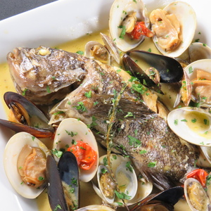 オジャの絶品メニュー 本日の鮮魚のアクアパッツァ 2,760円 (税込2,981円)