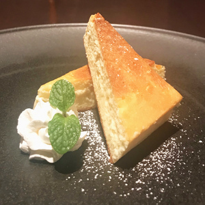 オジャの絶品メニュー チーズケーキ 550円 (税込605円)